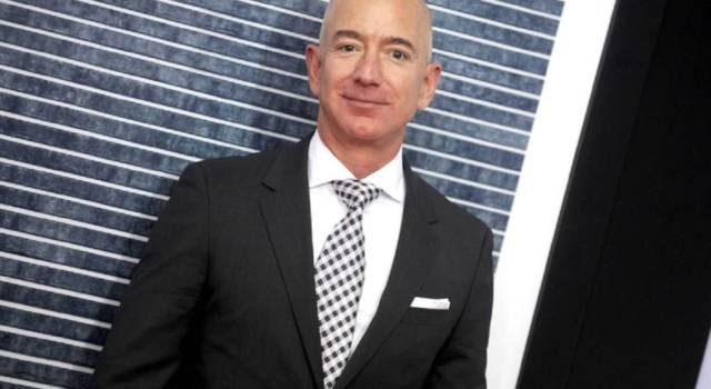 Amazon crolla in Borsa, Jeff Bezos non è più il 'paperone' mondiale
