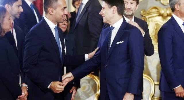 """Dl Fiscale, salta il taglio dell'Iva sugli assorbenti. Il M5s avvisa Renzi: """"Basta giochini"""""""