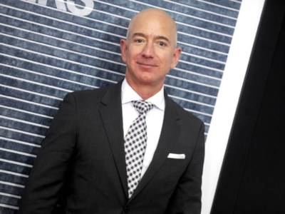 Chi è MacKenzie Scott, ex moglie di Bezos e regina della beneficenza